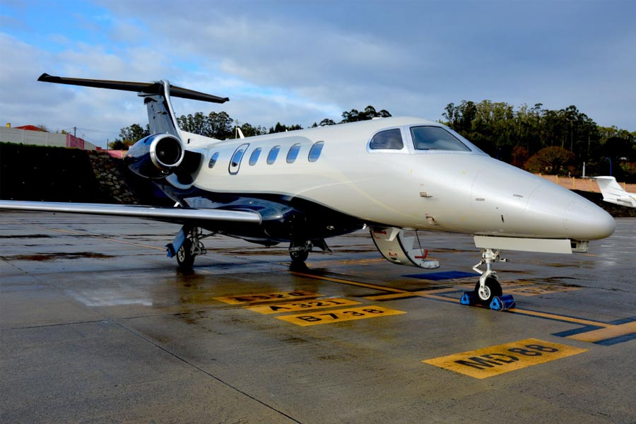 Picture of 2015 embraer phenom 300 feat embraer phenom 300.