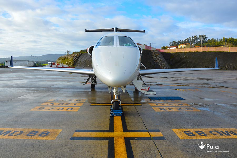 Picture of 2015 embraer phenom 300 03 embraer phenom 300.